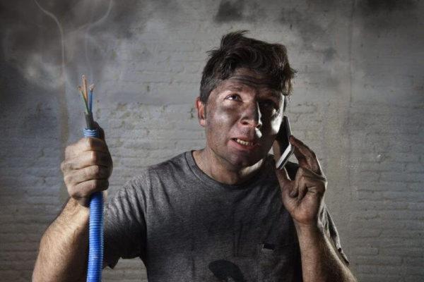 Вызвать электрика москва недорого