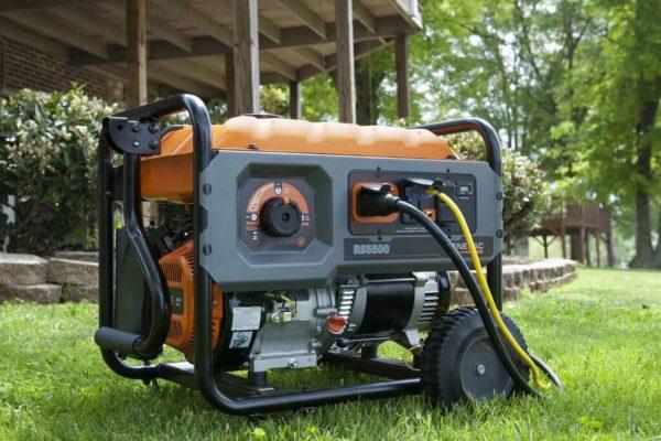 Бензиновый электрогенератор на даче